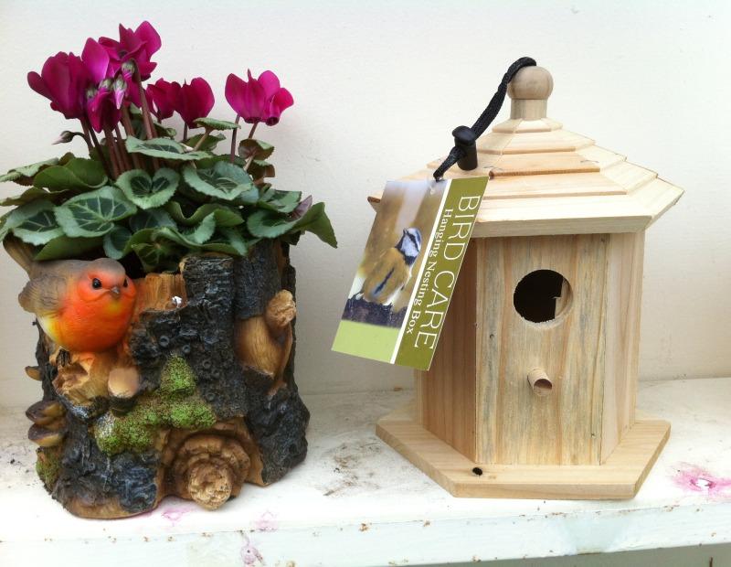 Hanging Nesting Box